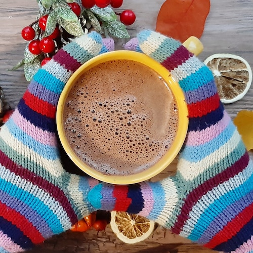 Gloves around hot cocoa